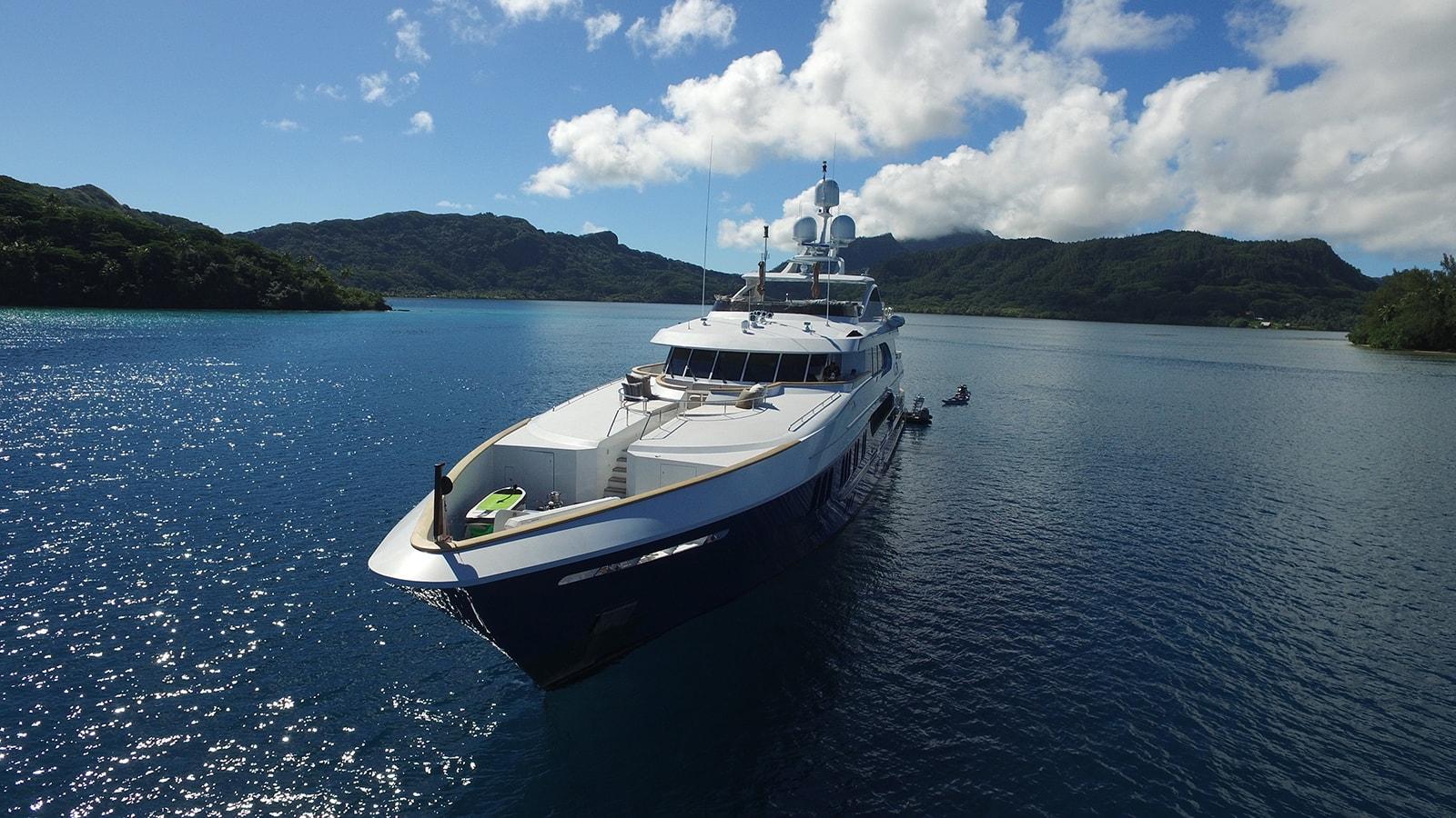 La Dea II yacht for Charter