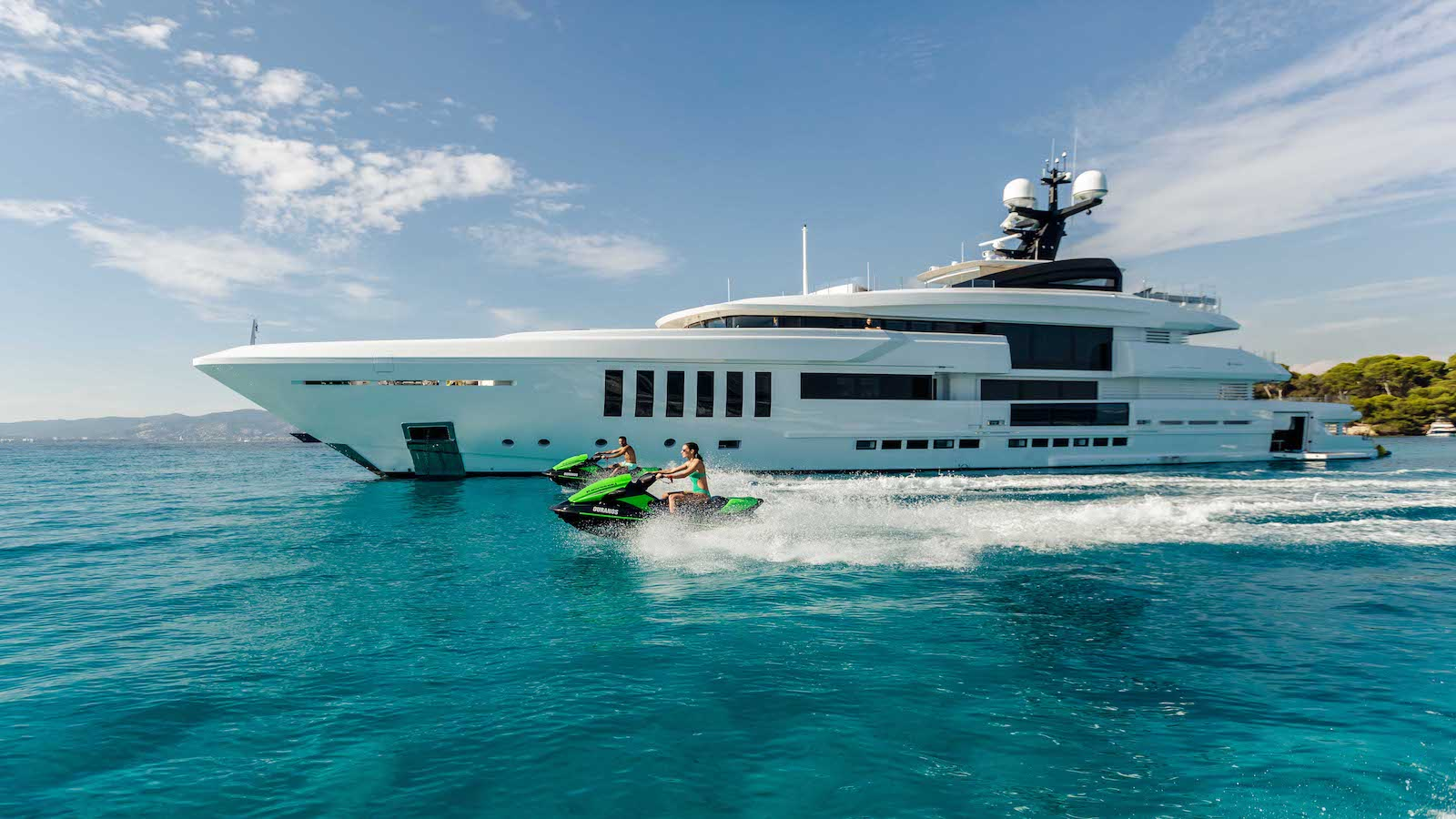 Contemplate Yacht Charter Miami for the Next Holiday