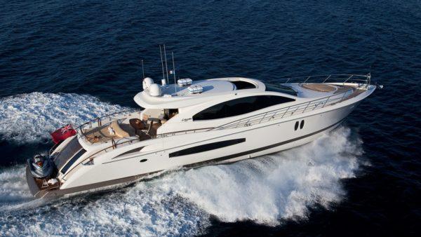 Charter Lizzi Yacht