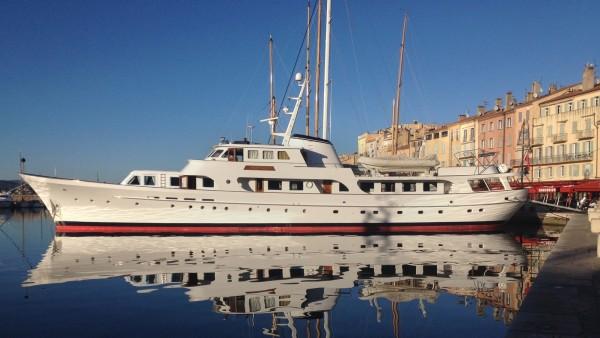 Charter Secret Life yacht