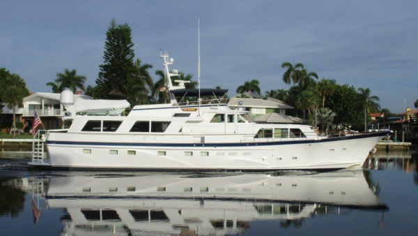 yacht hi banx sold by iyc