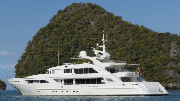 Oasis superyacht Chartering
