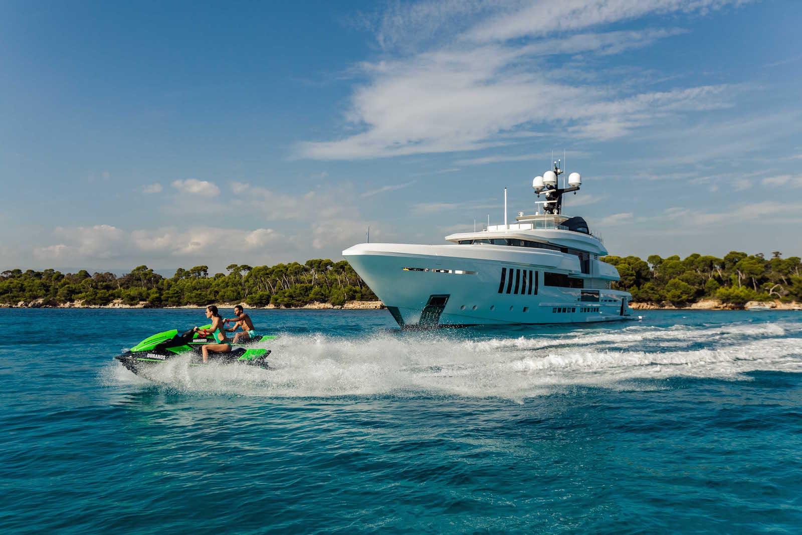 Iyc Luxury Yachting Worldwide
