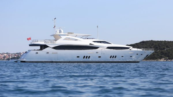 Yacht_lidiaIII_exterior5