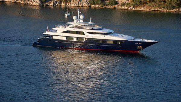 Yacht_revedor_Charter