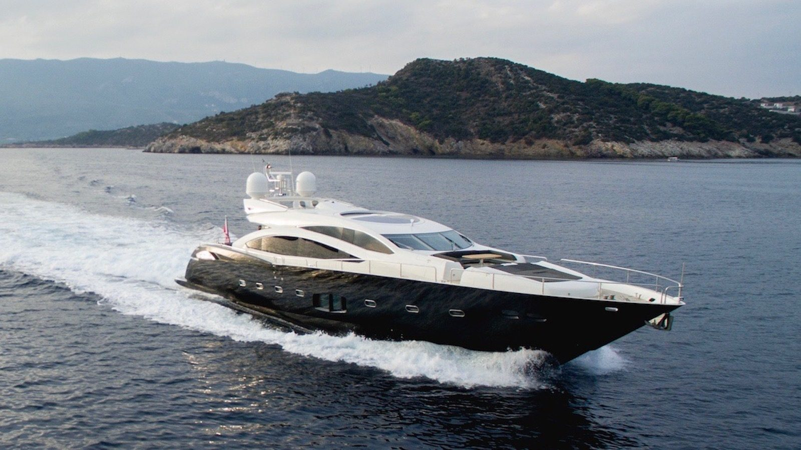 BLADE 6 Yacht for Sale - IYC