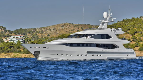 Yacht_idefix_for-charter