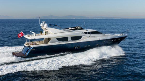 Yacht_mythos_cruising