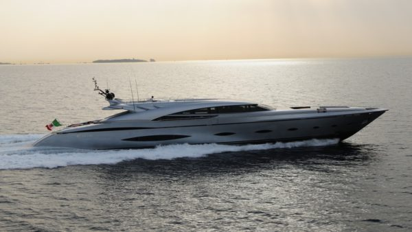 Yacht_mytoy_Charter