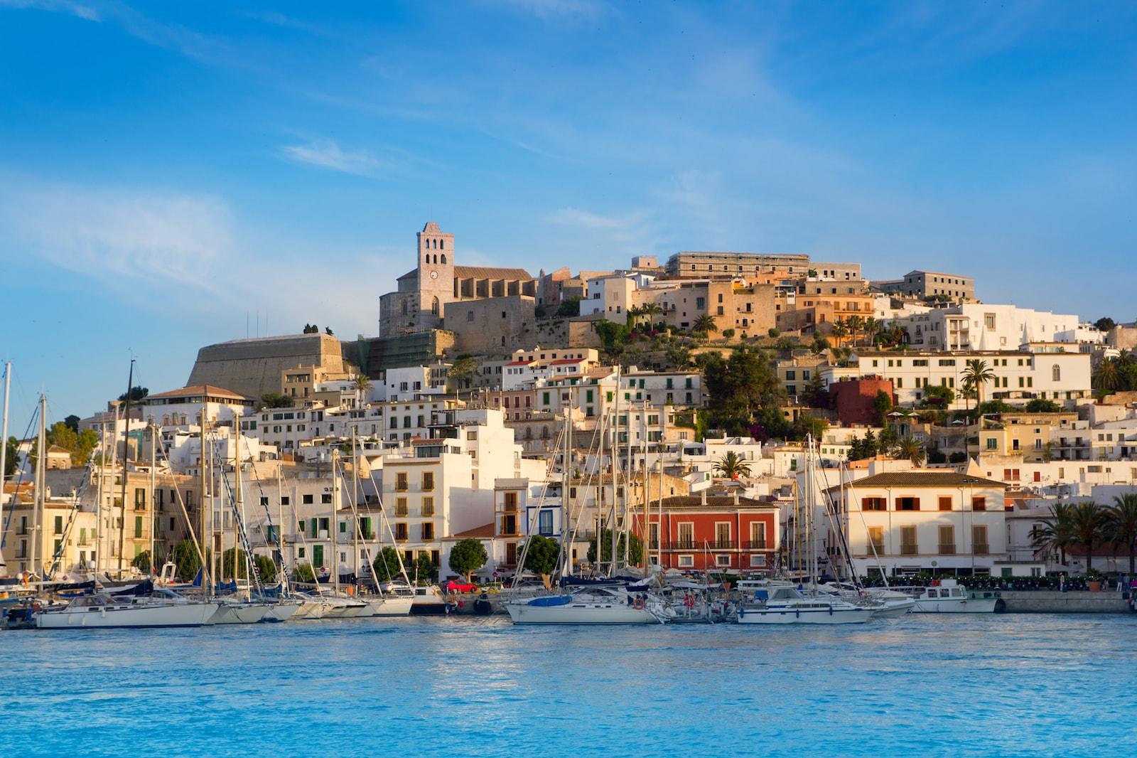 Недвижимость в испании от банков в аликанте чартер