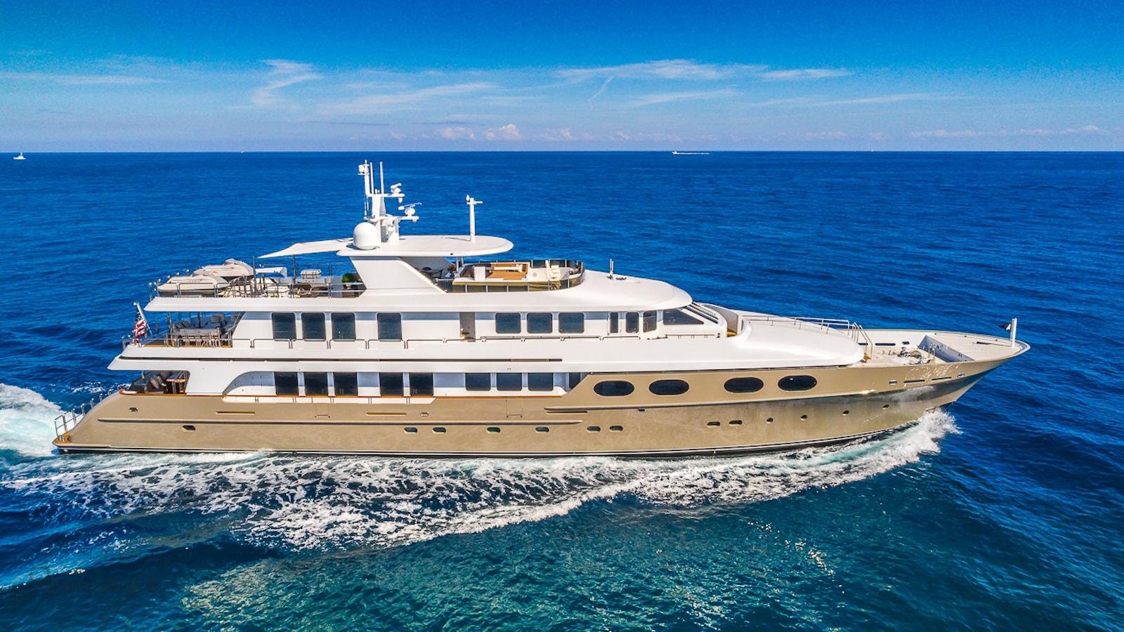 47 24m (155') M/Y Abbracci sold by IYC - IYC